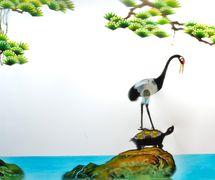 <em>La tortuga y la grulla</em> (龟与鹤, 1952) de Hunansheng Muou Piying Yishu Juyuan (Centro para la preservación de los títeres y ell teatro de sombras, provincia de Hunan, República Popular China), puesta en escena: He Derun, Tan Degui, escenografía y fabricación: Di Yi, Li Jun, titiriteros: He Derun, Xia Shaochun, Xia Yuzi, Li Feiyue, Li Guixiang, Li Jianxin, Peng Zeke. Teatro de sombras. Fotografía cortesía de Hunansheng Muou Piying Yishu Juyuan