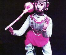 <em>Hanuman</em>, un personaje importante del Râmâyana, realizado en el estilo de <em>bommalatam</em>, títeres de hilos y varillas tradi<em>c</em>ionales de Tamil Nadu, India. Fotografía cortesía de Sampa Ghosh