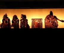 Rama, Sita, Lakshmana y los generales del mono, en una es<em>c</em>ena du <em>tolpava koothu</em> del Râmâyana, puesta en es<em>c</em>ena: Rama<em>c</em>handra Pulavar (Kerala, India). Fotografía cortesía de Atul Sinha