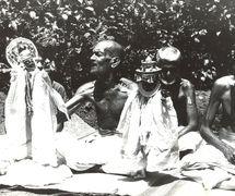 Títeres de guante tradi<em>c</em>ionales de Kerala, <em>pavakathakli</em>, interpretados por Chamu Pandaram y Velayudhan Pandaram. Ar<em>c</em>hivo de Sangeet Natak Akademi