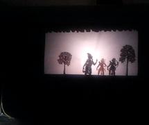 Una es<em>c</em>ena del Râmâyana <em>c</em>on Rama y Lakshmana, representado en el estilo del teatro de sombras, ravana<em>c</em>hhaya, de <em>Or</em>issa (Odisha), India. Fotografía cortesía de Atul Sinha