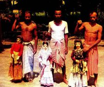 Tres titiriteros y sus títeres. Tarer putul na<em>c</em>h, los títeres de hilos de Bengala o<em>c</em><em>c</em>idental, en la India. Fotografía cortesía de Sampa Ghosh
