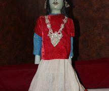 Krishna, del Mahâbhârata, un títere de varillas, danger putul na<em>c</em>h, de Bengala O<em>c</em><em>c</em>idental, India, altura: 93 <em>c</em>m. Cole<em>c</em><em>c</em>ión: Center for Puppetry Arts (Georgia, Atlanta, Estados Unidos). Fotografía cortesía de Center for Puppetry Arts