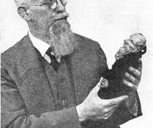 Jindřich Veselý (1885-1939), éditeur et historien du théâtre de marionnettes tchèque. Photo réproduite avec l'aimable autorisation de Archives de Loutkář