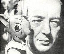 Josef Skupa (1892-1957), marionnettiste, artiste visuel et auteur dramatique pour le théâtre de marionnettes tchèque, l'une des figures centrales du théâtre de marionnettes tchèque, avec son personnage de marionnette à fils populaires, Hurvínek. Photo réproduite avec l'aimable autorisation de Archives de Loutkář