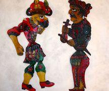 <em>Karagöz</em> et musicien (vers 1900-1930), deux personnages du théâtre d'ombres turc, karagöz. Collection : Patterson Museum, Claremont, Californie, États-Unis. Photo: Carol Gil