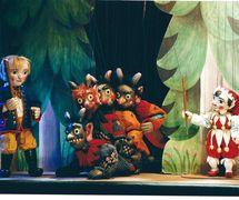 <em>Kašpárek vpekle</em> (2000) by Umělecká scéna Říše loutek (Prague, Czech Republic), direction: Josef Pikner, design: Bohumír Koubek. Kašpárek (on the right), a string puppet, height: 45 cm. Photo: Josef Ptáček