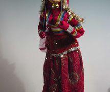 Bailarina de Rajasthan (finales del siglo XX), un títere de hilos, <em>kathputli</em>, de Rajastán, India, altura: 60 <em>c</em>m. Cole<em>c</em><em>c</em>ión: Center for Puppetry Arts (Atlanta, Georgia, Estados Unidos). Fotografía cortesía de Center for Puppetry Arts