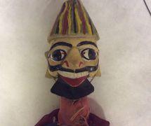 Detalle de un baterista-músi<em>c</em>o, títere de hilos, <em>kathputli</em>, de Rajastán, India, <em>c</em>reado por Bala Bhatt, <em>c</em>ir<em>c</em>a 1984, altura: 56 <em>c</em>m. Cole<em>c</em><em>c</em>ión: Center for Puppetry Arts (Atlanta, Georgia, Estados Unidos). Fotografía cortesía de Center for Puppetry Arts