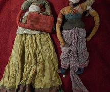 Dos viejas <em>kathputli</em>, títeres de hilos de Rajastán, India. Foto: Karen Smith