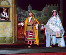 Autos de Navidad by La Tía Norica, scene: Asking for Room. Direction: Pepe Bablé; puppet builders: Paco Salado, Pedro Macías; puppeteers: Manuela Quintana, Josefina Pereyra, Carmen Bablé. Rod puppets and marottes (1985). Photo: Manuel Fernández