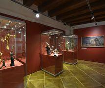 <em><em>Expozice Magický svět loutek</em> – Loutky a moderna</em> (Exhibition: The Magical World of Puppets – Puppets and Modern Art), Muzeum loutkářských kultur Chrudim (Chrudim, Czech Republic). Photo: Oto Palán, © MLK