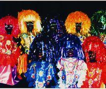 Les marionnettes de <em>mamulengo</em> de Folgazões & Foliões, Foliões & Folgazões (2002) de Mamulengo Só-Riso (Olinda) appelé <em>caboclos de lança</em>, personnages folkloriques de l'Etat de Pernambouc au Brésil liés au Carnaval et au <em>Maracatu Rural</em> (ou <em>Maracatu de Baque Solto</em>), également appelé « lanceiro africano », « caboclo de guiada » ou « guerreiro d'Ogum ». Photo: Olívia Robacov