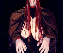 Caipora (une figure de la mythologie amérindienne, « celle qui vit sur la forêt », une déesse naturelle protectrice, protectrice des animaux contre les chasseurs), un personnage par Folgazões & Foliões, Foliões & Folgazões (2002) Mamulengo Só-Riso (Olinda, État de Pernambouc, Brésil). Photo: Denize Barros