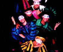 Membres de la troupe du spectacle, Folgazões & Foliões, Foliões & Folgazões (2002) par Mamulengo Só-Riso (Olinda, État de Pernambouc, Brésil). Photo: Fernando Augusto Gonçalves