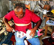 José Lopes, un <em>mestre</em> (maître) du théâtre de marionnettes populaire brésilien, <em>mamulengo</em>, de l'État de Pernambouc, au Brésil (2008). Photo: Izabela Brochado