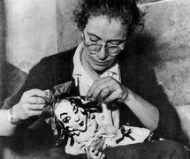 Maria Signorelli in 1954, Italian puppeteer, author, teacher and founder, in 1947, of the Italian puppet company based in Rome, Opera dei Burattini di Roma (renamed Nuova Opera dei Burattini, 1974-2000; Teatro Verde – Nuova Opera dei Burattini, 2000). Collezione Maria Signorelli