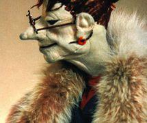 Marionnette de style Muppet de Venera Poustomelskaïa, un personnage créé et interprété par Marta Tsifrinovitch, conception et fabrication de marionnettes : Lekaterina Beklechova (les années 1970). Photo réproduite avec l'aimable autorisation de Archive : Rossiyskiy tsentr UNIMA (Centre UNIMA Russie, Moscou, Russie)