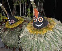 Un espe<em>c</em>tá<em>c</em>ulo de <em>tumbuan</em> de los Tolai en el museo na<em>c</em>ional en Port Moresby, Papúa Nueva Guinea, en 2015. Foto: Judy Ryon
