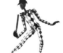 Marioneta de arlequín (décadas de 1920 y 1930) por Roel Puppets (Gloucestershire, Inglaterra), puesta en escena y concepción: Olive Blackham. Títere de hilos. Fotografía cortesía de Colección: The National Puppetry Archive