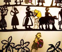 The Market, in <em>Amanili Sings, a Mesopotamian lullaby</em> (2004) by Train Theater of Jerusalem, dire<em>c</em>tion, design, text, <em>c</em>onstru<em>c</em>tion, puppetry: Patri<em>c</em>ia O'Donovan, musi<em>c</em>: Yarden Erez. Shadow theatre, height: 25-30 <em>c</em>m. Photo courtesy of Patricia O'Donovan. Photo: Yonatan Tzur