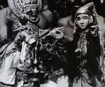 A s<em>c</em>ene from a <em>c</em>lassi<em>c</em> of the <em>kathakali</em> repertoire, <em>Kalyanasougandhikam</em>, performed with pava<em>kathakali</em> glove puppets (Kerala, India). Photo courtesy of Sampa Ghosh