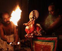 The <em>c</em>hara<em>c</em>ter Raudrabheema, in <em>Duryodhanavadham</em>, a <em>pavakathaki</em> drama by Natanakairali (Irinjalakuda village, Thrissur, Kerala, India), artisti<em>c</em> dire<em>c</em>tion: Gopal Venu, performers featured in the photo: K.C. Ramakrishnan and Ravi Gopalan Nair. Photo: Sreeni Sreedharan