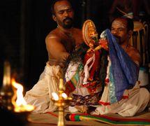 A <em>pavakathaki</em> drama by Natanakairali (Irinjalakuda village, Thrissur, Kerala, India), artisti<em>c</em> dire<em>c</em>tion: Gopal Venu, performers featured in the photo: Ravi Gopalan Nair and K.C. Ramakrishnan. Photo: Sreeni Sreedharan