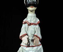 Pulcinella, un <em>burattino</em> (marionnette à gaine) de la compagnie familiale de marionnettistes italiens, Famiglia Ferrajolo. Photo réproduite avec l'aimable autorisation de IPIEMME – Musée international des marionnettes (Castellammare di Stabia, Italie)