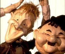 Laurel y Hardy, en <em>Marionette Cabaret</em> (década de 1980), por The Puppeteer's Company (Brighton, Inglaterra), puesta en escena, concepción y fabricación: Steve Lee, Peter Franklin, actores: Steve Lee, Peter Franklin. Títeres de hilos, altura: 70 cm. Foto: Steve Lee