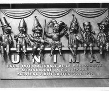 Memorial plate made for the 50th anniversary of UNIMA in Prague, Czech Republic, at Umělecká scéna Říše loutek. Photo courtesy of Archive of Umělecká scéna Říše loutek