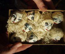 Les têtes miniatures du marionnettiste américain Robert Anton (1949-1984). Photo: Stephen Kaplin