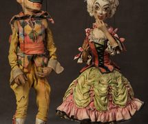 Arlekin and Kolombina (Harlequin and Colombine), Puppetry Workshop at the Kamerny Teatr. String puppets, design: Pavel Pavlinov (Moscow, 1920s). Photo courtesy of Collection: Gosudarstvenny akademichesky tsentralny teatr kukol imeni S.V. Obraztsova, Puppetry Museum (Moscow, Russia)
