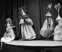 <em>Zhavoronok</em> (The Lark, 1966) by Jean Anouilh, production of Moskovskiy teatr kukol (Moscow), direction: Boris Ablynin, design: Aleksandr Sinetsky and Natalia Kapranova. Photo courtesy of Archive: Rossiyskiy tsentr UNIMA (Russian UNIMA Centre, Moscow, Russia)