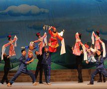 <em>Un épisode de Zhong Kui</em> (钟馗(片段), 2013) par Shaanxisheng Minjian Yishu Juyuan (District de Yanta, Xi'an, province du Shaanxi, République populaire de Chine), mise en scène : Yan Juan, scénographieet fabrication : Yi Jianping, marionnettistes : Yi Pengzhen, Hou Pu, et d'autres. Marionnettes à tiges, hauteur: 70-100 cm. Photo: Yang Dengfeng
