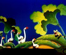 <em>Le crapaud et les oies</em> (蛤蟆与鹅, 1990) par Shanghai Muoutuan (District de Huangpu, Shanghai, République populaire de Chine), mise en scène : Huang Heming, scénographieet fabrication : Xu Wenqi, marionnettistes : Huang Heming, Zheng Guofang, et d'autres. Marionnettes à tiges, hauteur : 70-100 cm. Photo: Hu Zhiqiang