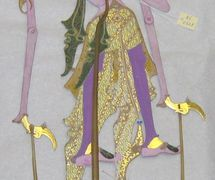 Une marionnette d'ombre de <em>wayang</em> kulit d'un dieu hindou créé par l'artiste et <em>dalang</em> indonésien de Yogyakarta, Sigit Sukasman. Collection : Center for Puppetry Arts (Atlanta, Georgia, États-Unis)