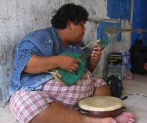 Slamet Gundono (1966-2014), Indonesian <em>dalang</em>/performance artist of Central Java, best known for his<em>wayang</em> suket(rice-straw puppetry), experiments with different forms of music and instruments for his contemporary <em>wayang</em> shows (2007). Photo: Karen Smith