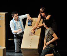 <em>Ma mère est un poisson rouge</em> (2013) by Théâtre de l'Avant-Pays, direction: Marie-Christine Lê-Huu, design: Anne-Marie Bérubé. Photo: Suzanne O'Neil