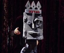 <em>Balade au pays de la forêt qui marche</em> (year of creation 2008) by Théâtre de Sable (1993-2013), direction: Gérard Bibeau, scenography and puppet design: Josée Campanale, fabrication: Josée Campanale assisted by Réjean Bibeau. Puppet featured in the photo: <em>Macbeth</em>, height: 80 cm, Ethafoam, fabric