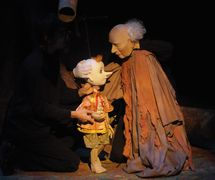 <em>Le rêve de <em>Pinocchio</em></em> (year of creation 1996) by Théâtre de Sable (1993-2013), direction: Gérard Bibeau, scenography and puppet design: Josée Campanale, fabrication: Josée Campanale assisted by Réjean Bibeau. Puppets featured in the photo: <em>Pinocchio</em>, height: 80 cm, wood, fibreglass, fabric; Geppetto, height: 130 cm, Ethafoam, wood, fibreglass, fabric. Collection: Musée de la civilisation, gift of Théâtre de Sable, 2012-823-1; 2012-823-2. Photo: Louise Leblanc