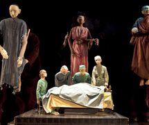 <em>Prometheus Within</em> (2013), concepción y puesta en escena por Theodora Skipitares. Foto: Richard Termine
