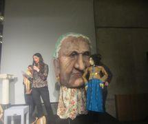 Títere con cabeza gigante creado por Theodora Skipitares de Skysaver Productions (2011). Representado en la foto: Theodora Skipitares. Foto: Carol Sterling