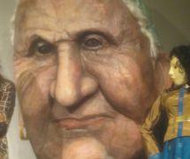 Títere con cabeza gigante creado por Theodora Skipitares de Skysaver Productions (2011). Foto: Carol Sterling