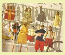 Personnages prin<em>c</em>ipaux d'un vertep de style Sokyryntsi (1770, village de Sokyryntsi, l'oblast de Poltava, Ukraine <em>c</em>entrale). Texte, mise en s<em>c</em>ène, <em>c</em>on<em>c</em>eption, <em>c</em>onstru<em>c</em>tion de marionnettes et manipulation : étudiants de l'A<em>c</em>adémie et Séminaire théologique de Kyiv. Personnages (rangée supérieure, de gau<em>c</em>he à droite) : les Mages, Saint-Marie (une poupée de por<em>c</em>elaine du XIXe siè<em>c</em>le), Sexton, Ange ; (rangée inférieure, de gau<em>c</em>he à droite) : Femme polonaise, Diable, roi Hérode, Femme (Baba), Cosaque, Khveska. Marottes, en bois et tissu, hauteur : 19-23 <em>c</em>m ; Cossa<em>c</em>k, hauteur : 32 <em>c</em>m. Colle<em>c</em>tion : Musée d'Etat de Théâtre, Musique et Cinéma d'Ukraine (Kyiv)