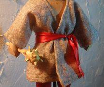 Cosaque (2015), le personnage prin<em>c</em>ipal de la Nativité folklorique ukrainienne, le vertep. Constru<em>c</em>tion de marionnettes : Vasyl Vyhodtsevski. Marotte en bois et tissu ave<em>c</em> tige de fer, hauteur : 24 <em>c</em>m