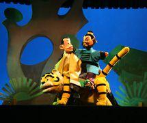 <em>Two Hunters</em> (两个猎人, 1983) by Zhangzhoushi Muou Jutuan (Xiangcheng District, Zhangzhou, Fujian Province, People's Republic of China), script: Zhuang Huoming, direction: Yang Feng (décédé), design/construction: Yang Junwei, puppeteers: Li Zhijie, Wu Jinliang, Yao Wenjian. Glove puppets, height: 45 cm. Photo: Chen Weiqi