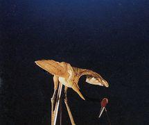 <em>La grue et la tortue</em> (鹤与龟, 1982) par Zhongguo Muou Yishutuan (District de Chaoyang, Beijing, République populaire de Chine), direction collective, conception et fabrication : Suo Wanjin, marionnettistes : Li Yunjian, Long Fengyun, Jin Qiuhua. Marionnettes à tiges, hauteur : 70-100 cm. Photo réproduite avec l'aimable autorisation de Zhongguo Muou Yishutuan